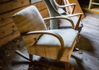 """På loftet var det blant annet et """"roterom"""" fullstablet med møbler..."""